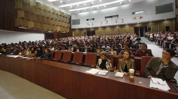 汇丰商学院2011-2012学年度春季第一次班会顺利召开