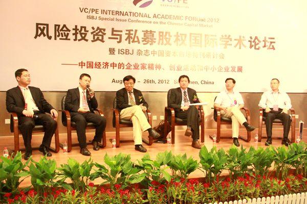 风险投资(VC)与私募股权(PE)是资本市场体系重要而活跃的组成元素,是产业资源整合优化不可或缺的桥梁,是商业和技术创新的支撑力和驱动力。中国VC/PE行业历经十余年的积累与磨砺,现正处于新形势、新问题、新挑战并存的发展关口。当前,中国已经成为VC/PE全球最为看好的市场之一,具有巨大的潜力和想象空间。在此背景下,中国VC/PE行业近年来的发展十分迅速。然而,正是在迅猛增长之中,整个中国的风险投资与私募股权行业也面临着一些新形势、新问题、新挑战。在这样的发展关口之前,整个行业需要在市场中重新思考自身的新定