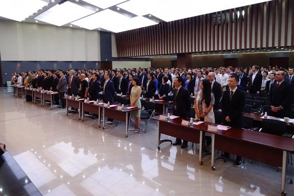 坚守梦想,引领未来——汇丰商学院2015级开学典礼隆重举行