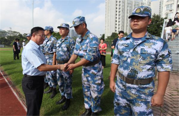 汇丰举行2016级新生军训结营阅兵暨与海军深圳预备役部队签约仪式