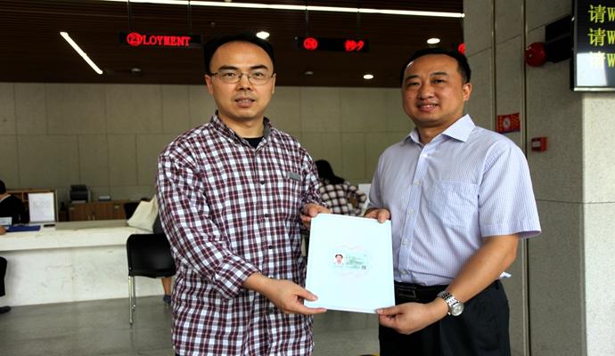 深圳首张A类外国人来华工作许可证颁予4166am备用高端人才