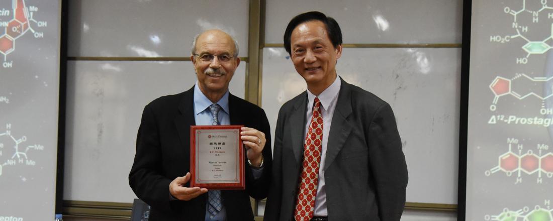 Professor K. C. Nicolaou Visted SCBB