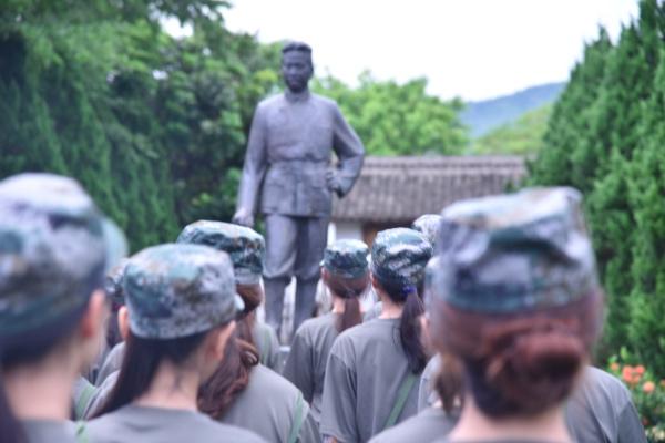 怀将军豪气,蓄苦训精神——记汇丰新兵参观叶挺纪念园