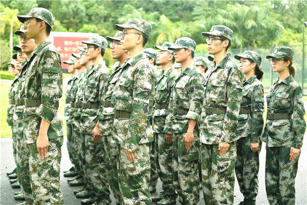全体汇丰新生的坚强后盾——记2017级军训随队师生