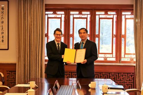 北京大学与哈佛大学签署合作研制全球首台14T极高场人体磁共振系统备忘录
