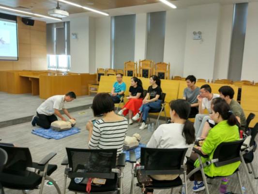 我院教职工参加初级急救课程培训