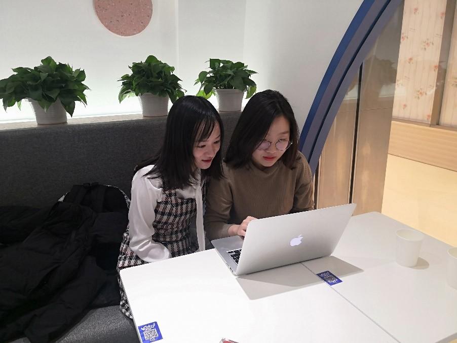 汇丰商学院财经传媒党支部组织积极分子学习讨论会