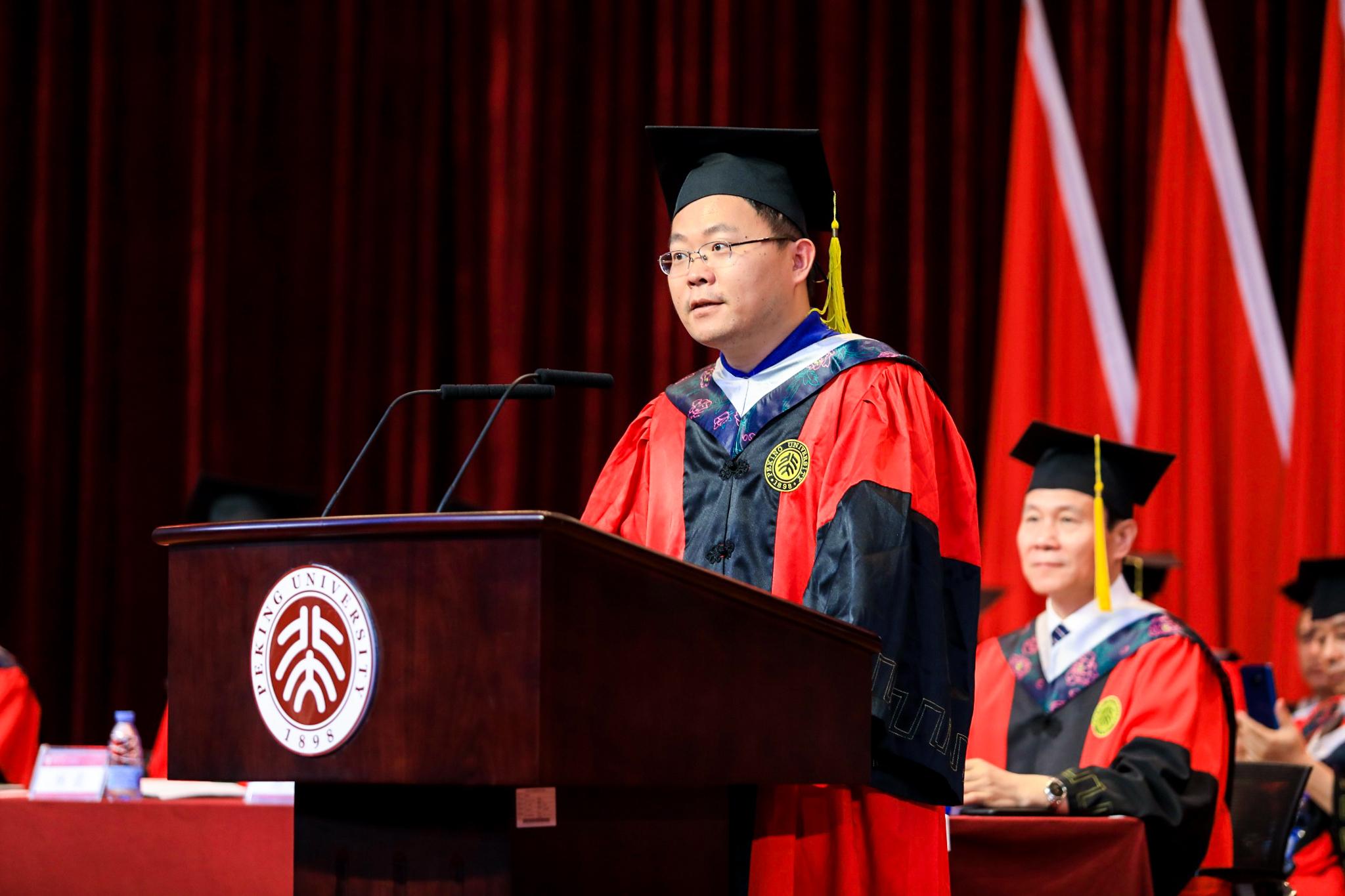 不忘初心,做承担时代责任的北大人——教师代表李子刚副教授在2019年毕业典礼上的发言