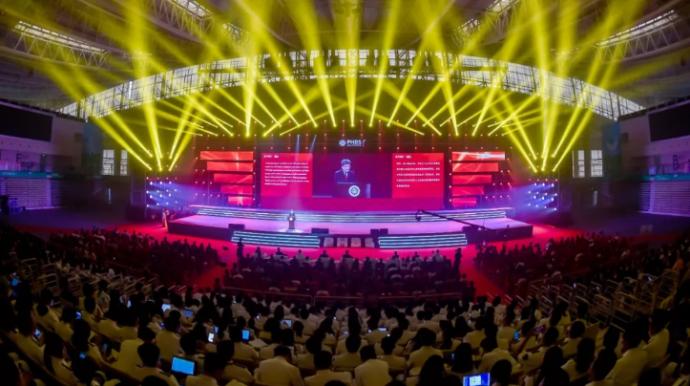 远见·坚卓 | 北京大学汇丰商学院举行建院15周年庆祝大会