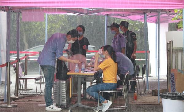风雨无阻,凤凰花开,燕子归巢 ——南燕学工系统学生返校工作纪实